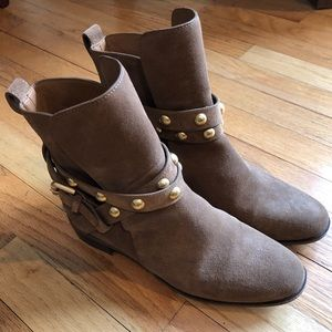Beautiful See by Chloe suede boots